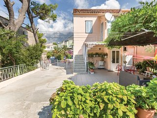 Nice home in Makarska with WiFi and 2 Bedrooms (CDE096)