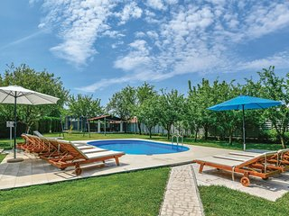 Awesome home in Imotski w/ WiFi, 5 Bedrooms and Jacuzzi
