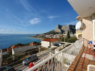 Awesome home in Omis w/ WiFi and 3 Bedrooms (CDE085)