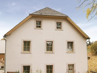 Stunning home in Schwarzenbach am Wald w/ 2 Bedrooms