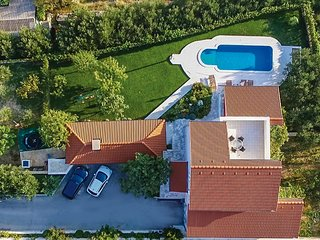 Amazing home in Kastel Gomilica w/ WiFi, 3 Bedrooms and Jacuzzi