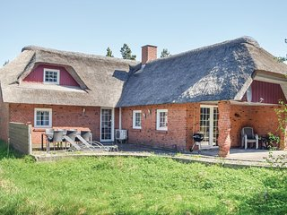 Nice home in Rømø w/ Sauna, WiFi and 4 Bedrooms (R10365)