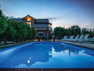 Stunning home in Krivodol w/ WiFi and 6 Bedrooms