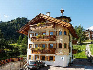 MODERN FULL EQUIPPED APARTMENT ON THE SKI SLOPES OF SELLARONDA