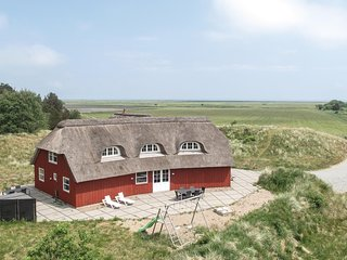 Awesome home in Rømø w/ Jacuzzi, WiFi and 5 Bedrooms