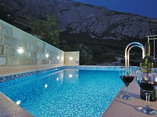 Nice home in Makarska w/ WiFi, 3 Bedrooms and Jacuzzi