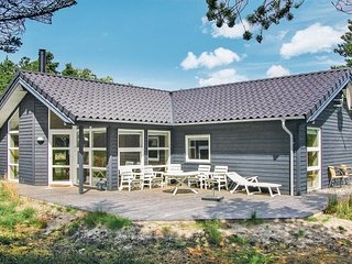 Nice home in Rømø w/ Sauna, WiFi and 4 Bedrooms (R10852)