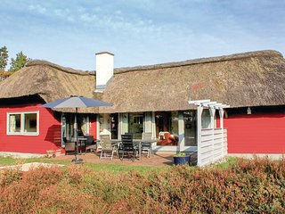 Awesome home in Rømø w/ WiFi and 5 Bedrooms (R10916)