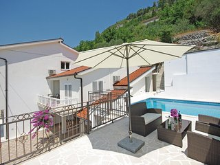 Stunning home in Veliki Prolog w/ WiFi, 4 Bedrooms and Outdoor swimming pool
