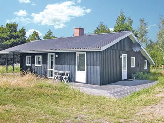 Nice home in Rømø w/ Sauna, 3 Bedrooms and WiFi (R10853)
