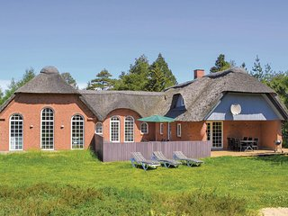 Beautiful home in Rømø w/ Sauna, WiFi and 6 Bedrooms (R10911)