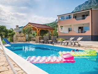 Stunning home in Kastel Sucurac w/ WiFi and 5 Bedrooms