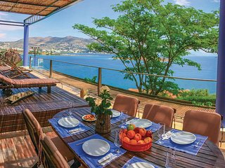 Stunning home in Porto Rafti, ATTIKI w/ WiFi and 5 Bedrooms