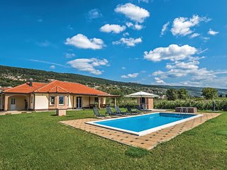 Stunning home in Prolozac Donji w/ WiFi and 4 Bedrooms