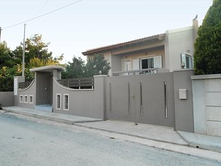 Beautiful home in Artemida w/ WiFi and 2 Bedrooms