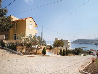 Amazing home in Kaki Thalassa w/ 3 Bedrooms (GAT157)