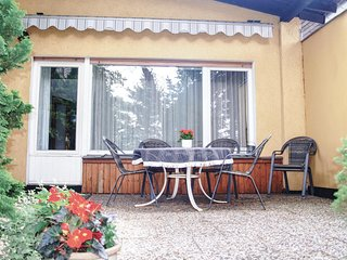 Beautiful home in Berlin w/ WiFi and 3 Bedrooms (DBE245)