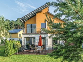 Stunning home in Berlin-Köpenick w/ Sauna and 3 Bedrooms (DBE407)