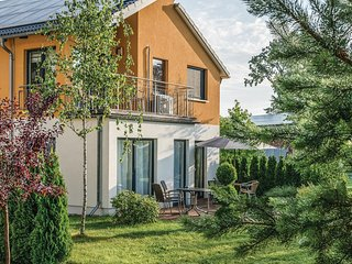 Beautiful home in Berlin-Köpenick w/ Sauna and 3 Bedrooms (DBE408)