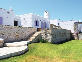 Beautiful home in Ampela, Paros w/ 3 Bedrooms