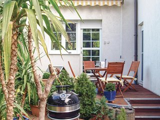 Awesome home in Berlin w/ 2 Bedrooms (DBE106)