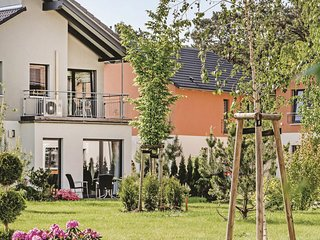 Stunning home in Berlin-Köpenick w/ Sauna and 3 Bedrooms (DBE406)