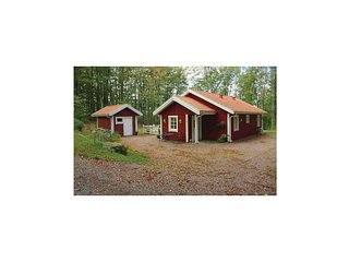 Amazing home in Åsljunga w/ 3 Bedrooms