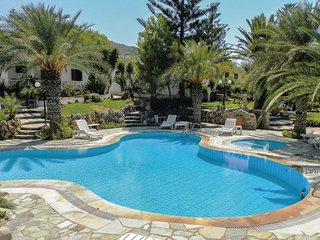 Nice home in Sitia/Kreta w/ WiFi, Outdoor swimming pool and 2 Bedrooms