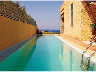 Awesome home in Livadia Keramoti w/ WiFi and 3 Bedrooms