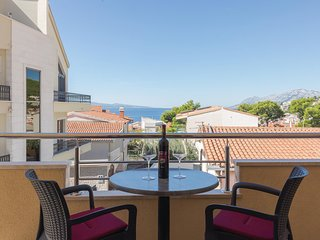 Beautiful home in Baska Voda with WiFi and 3 Bedrooms (CDE541)