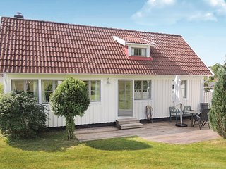 Awesome home in Ullared w/ 2 Bedrooms