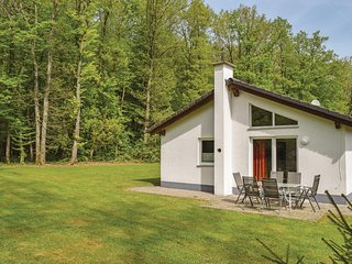 Amazing home in Gerolstein/Hinterhaus. w/ WiFi and 3 Bedrooms (DEI109)
