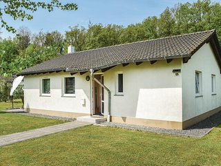 Nice home in Gerolstein/Hinterhaus. w/ WiFi and 3 Bedrooms (DEI108)