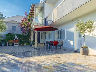 Awesome home in Dugi Rat w/ WiFi and 2 Bedrooms (CDE694)