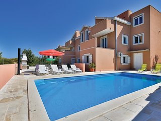 Awesome home in Okrug Donji w/ WiFi and 6 Bedrooms