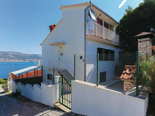 Amazing home in Okrug Donji w/ WiFi and 2 Bedrooms