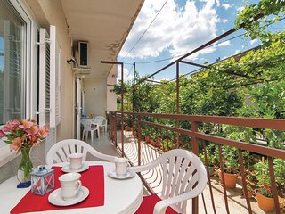 Awesome home in Dugi Rat w/ WiFi and 3 Bedrooms (CDE691)
