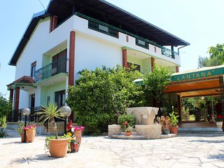 Sutomiscica Apartment Sleeps 3 with Air Con and WiFi - 5776320