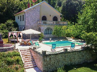 Stunning home in Kotor w/ WiFi, 4 Bedrooms and Outdoor swimming pool