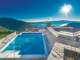 Awesome home in Tivat w/ WiFi and 3 Bedrooms