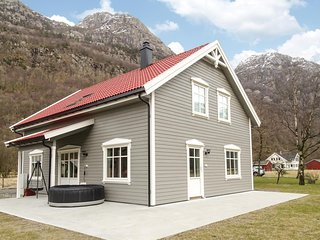 Stunning home in Dirdal w/ 4 Bedrooms and WiFi