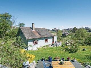 Amazing home in Hellvik w/ 4 Bedrooms