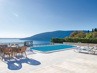 Stunning home in Savina w/ Sauna, WiFi and 5 Bedrooms