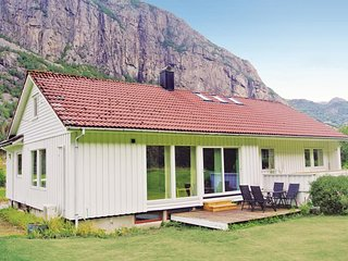 Beautiful home in Dirdal w/ WiFi and 3 Bedrooms