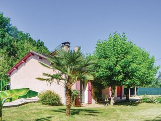 Awesome home in Milhac d'Auberoche w/ WiFi and 3 Bedrooms