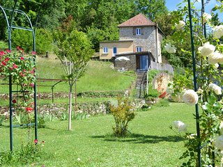 Nice home in Cenac-et-Saint-Julien w/ Outdoor swimming pool and 2 Bedrooms (FAD0