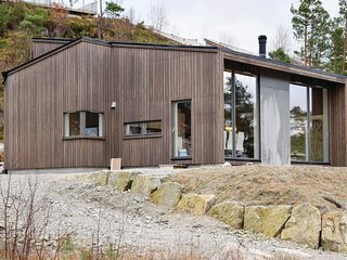 Stunning home in Jørpeland w/ WiFi and 3 Bedrooms