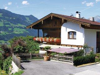 Nice home in Hart im Zillertal w/ 1 Bedrooms