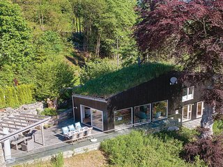 Awesome home in Sjernarøy w/ WiFi and 5 Bedrooms (N16440)