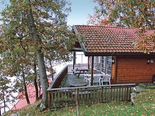 Awesome home in Sjernarøy w/ Sauna, WiFi and 4 Bedrooms (N16176)